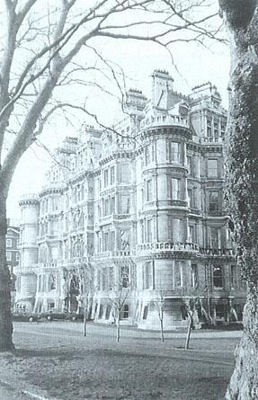 Temple Gardens. The south facade from Inner Temple gardens. Image copyright © Professor Sir John Baker